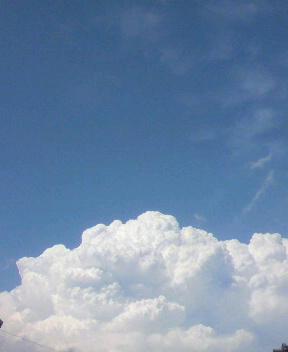 正午(まひる)の空