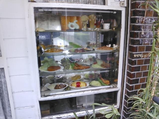 昭和レトロな洋食屋さんで…